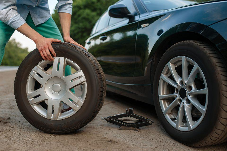 Reifenpanne-richtig-und-sicher-beheben