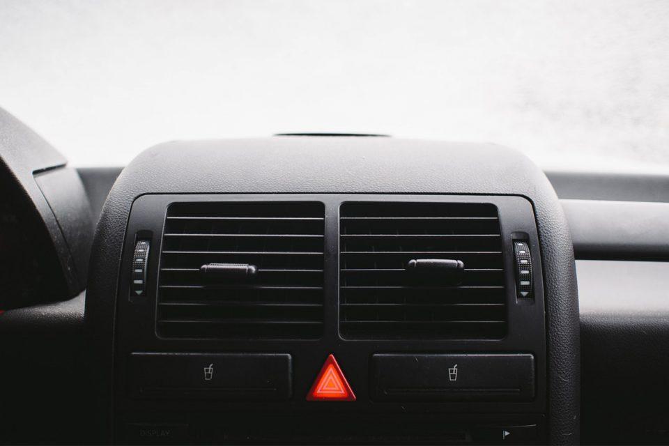 In welchen Situationen Autofahrer den Warnblinker anschalten dürfen