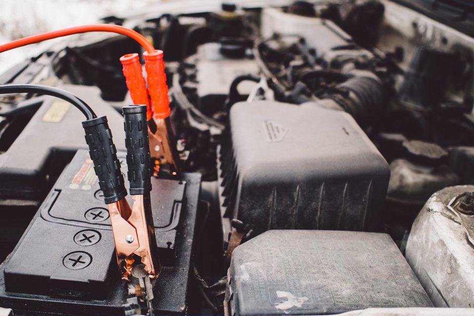 Autobatterie überbrücken - Warum Minus an Masse und nicht minus an minus